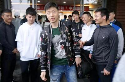 Китайская делегация вылетела на 54-й командный чемпионат мира по настольному теннису в Швецию-2018
